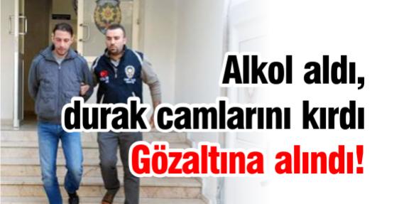 Alkol aldı, durak camlarını kırdı Gözaltına alındı!