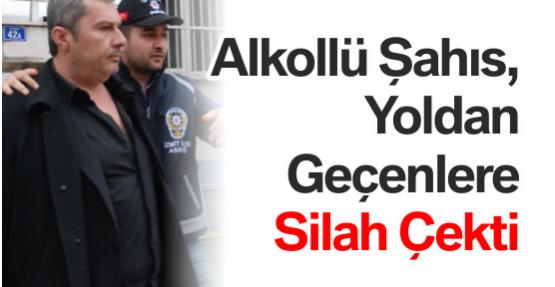 Alkollü Şahıs, Yoldan Geçenlere Silah Çekti
