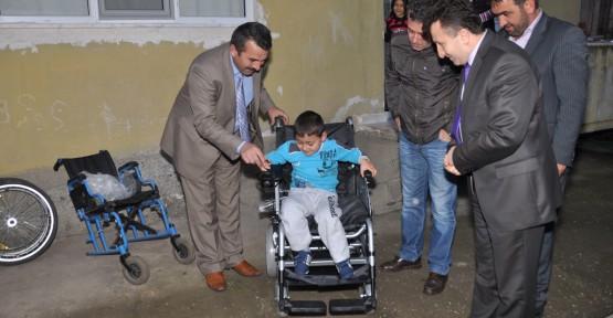 Almesan'dan Kartepeli çocuklara akülü tekerlekli sandalye