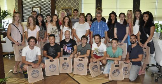 Avrupalı gençler Pehlivan'ı Ziyaret etti