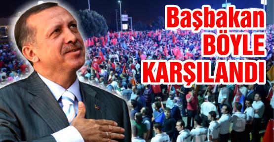 Erdoğan'a dev karşılama. On binler Atatürk Havalimanı'na akın etti
