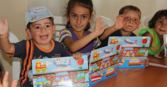 """""""Bi'Dünya oyuncak"""" Suriyeli çocuklara dağıtıldı"""