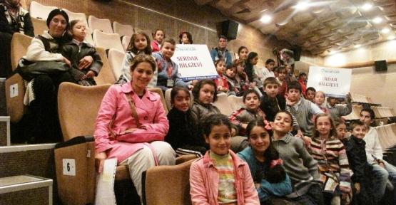 Bilgievi öğrencileri 'Sihirli Sandık'ı izledi