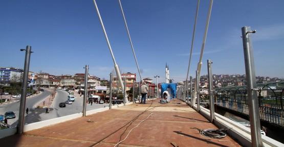 Çayırova yaya köprüsünün yapımı sürüyor