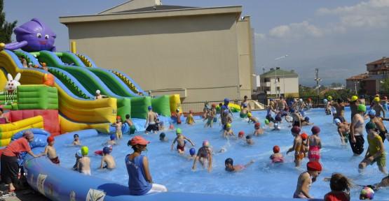 Çınarlı'da 370 öğrenci aqua parktan yararlanıyor