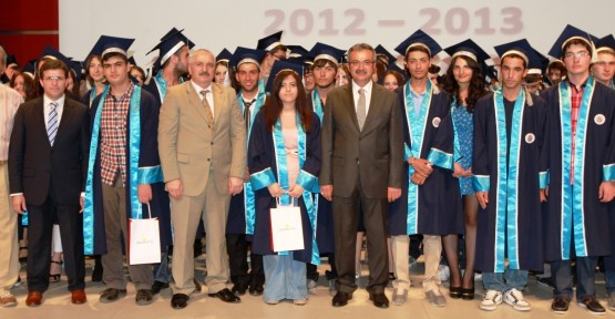 Gebze Anadolu'da mezuniyet sevinci