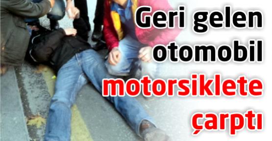 Geri gelen otomobil motosiklete çarptı: 1 yaralı