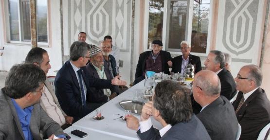 Gölcük İlçe Teşkilatı Mesruriye köyünde istişare toplantısı yaptı