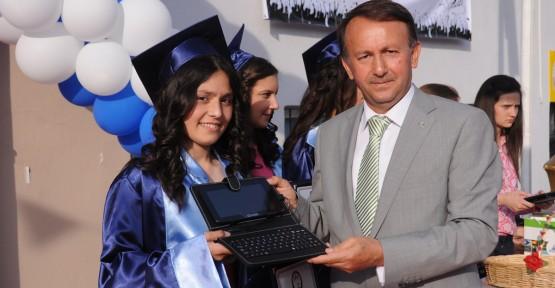 Karabalık'tan mezuniyet hediyesi tablet bilgisayar