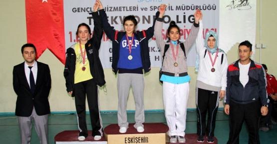Karamürsel Belediye Spor Başarılara Doymuyor