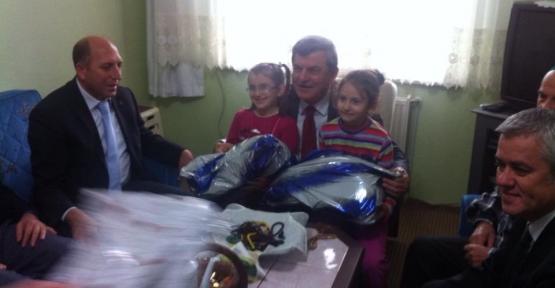 Karaosmanoğlu Körfez'de Hacıları ziyaret ediyor