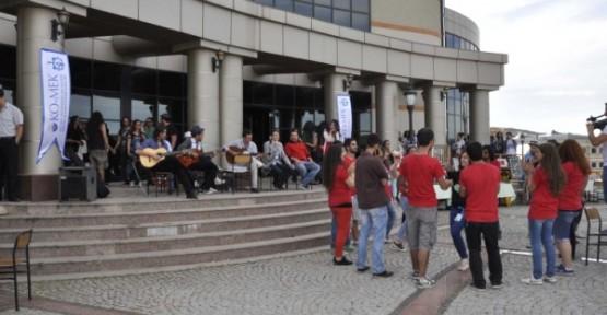 KO-MEK Kocaeli Üniversitesi'ni coşturdu