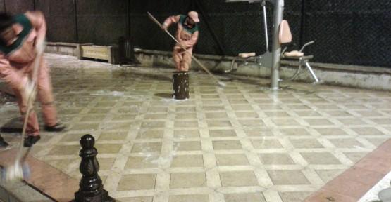 Körfez'de Caddeler Sabunla Yıkanıyor
