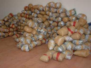 Körfez'de uyuşturucu satıcıları yakalandı