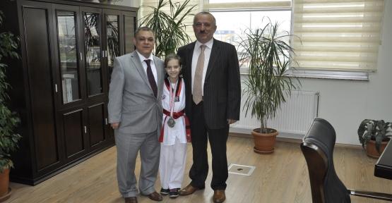 Körfez'in gururuna bir tebrik de Mustafa Efe'den