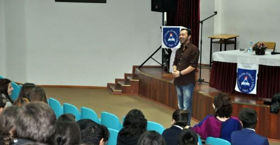 Öğrencilere akademik düzeyde tiyatro eğitimi