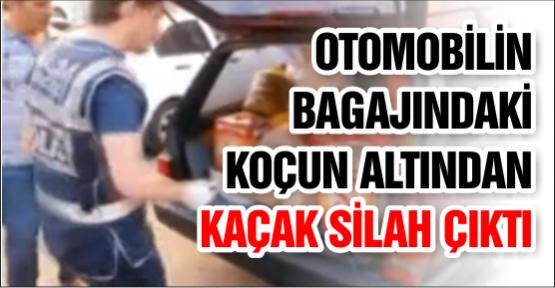 Otomobilin Bagajındaki Koçun Altından Kaçak Silah Çıktı