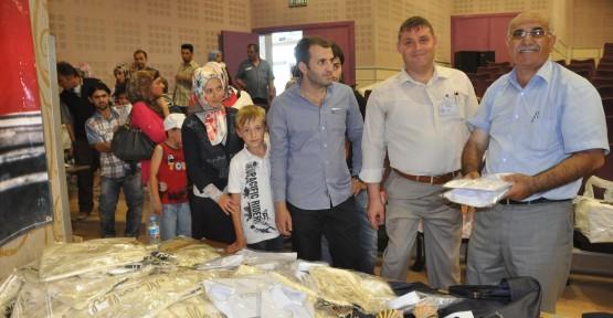 Sünnet kıyafetleri dağıtıldı