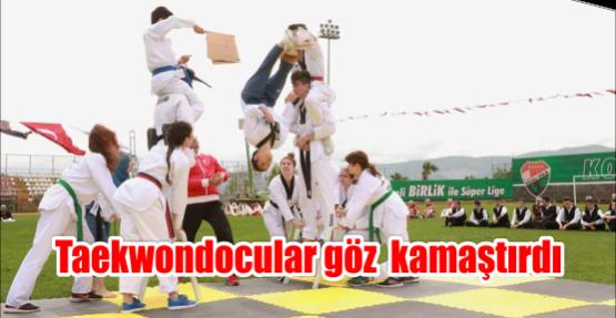 Taekwondocular göz  kamaştırdı
