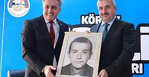 """MEZUN OLDUĞU OKULDA """"BAŞARISINI"""" ANLATTI"""