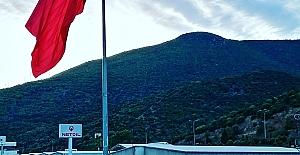 Marmara Bölgesi'nin En BüyükTürk Bayrağı Körfez'de