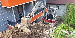 Yıkılan Duvarı İzmit Belediyesi...