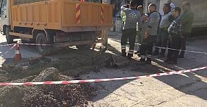 Kazı Yaparken Elektrik Borusunu Kopardılar