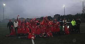 Polis Amcalardan Minik Futbolculara Anlamlı Hediye