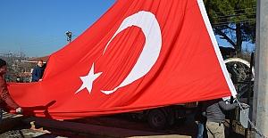 Al Bayrağımız İzmit Semalarında...