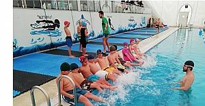 İzmit Belediyesinin Ücretsiz Yüzme Kursu Başladı