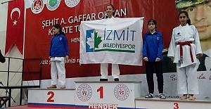 İzmit Belediyesporlu Karatecilerden 12 Madalya Birden