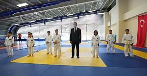 Bakan Kasapoğlu Sporcuları Ziyaret Etti