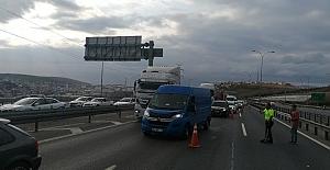 Otomobil Kamyona Çarptı: 1 Ölü,...