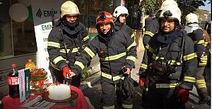 Yangın İhbarına Çıktılar, Pastayla Karşılandılar