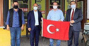 Esnafa Ve Öğrencilere Türk Bayrağı