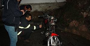 MOTOSİKLETİ ATEŞE VERDİLER