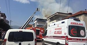 Çatı Katı Yangını Mahalleyi Ayağa Kaldırdı