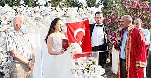 Efsane Muhtar Kazım Elmas Kızını Evlendirdi