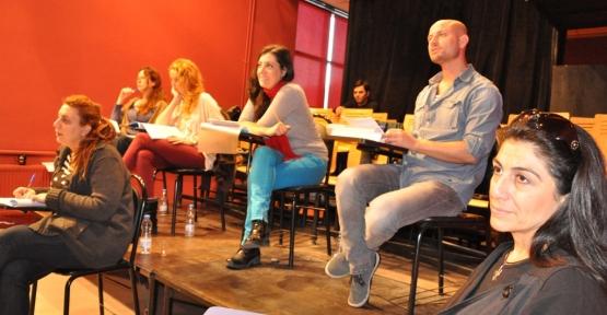 Tiyatro Okulu'nda Sınav Heyecanı