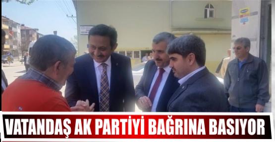 VATANDAŞ AK PARTİYİ BAĞRINA BASIYOR