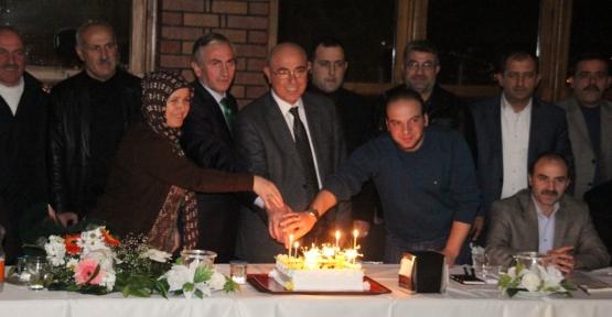 Yücel, birinci yılını pastayla kutladı