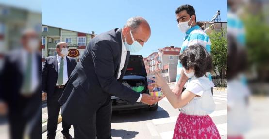 Başkan Amca, Çocukları Selamladı