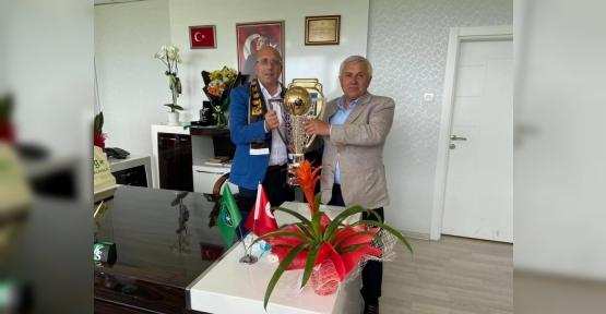Başkan Tuna Şampiyonu Kutladı