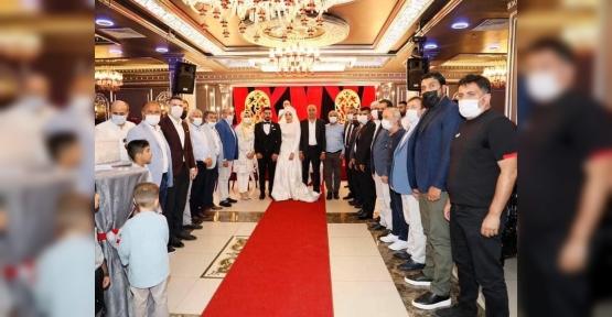 Ünlü iş insanının en mutlu günü Erdal Oruç kızını evlendirdi