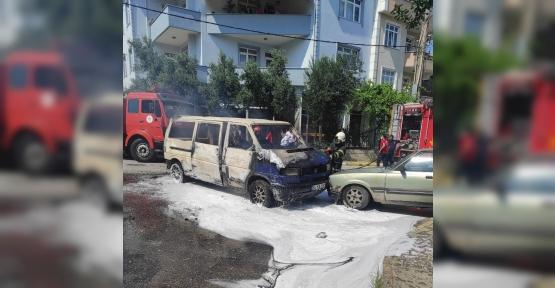 Vitesten Çıktı, Otomobile Çarparak Yandı