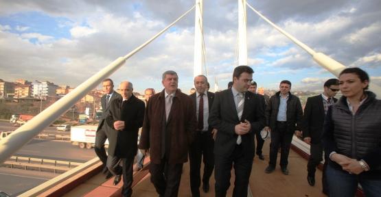 Çayırova'ya yürüyen merdivenli köprü